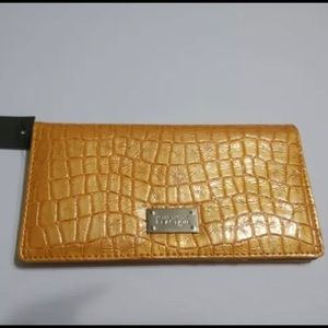 "Women's - Kenneth Cole ""Reaction"" Bifold Wallet"